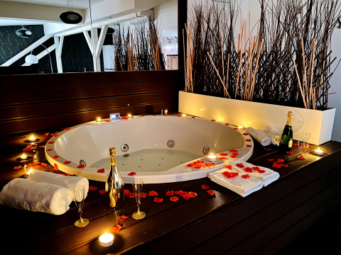 A7YL - Romantic Jacuzzi SPA
